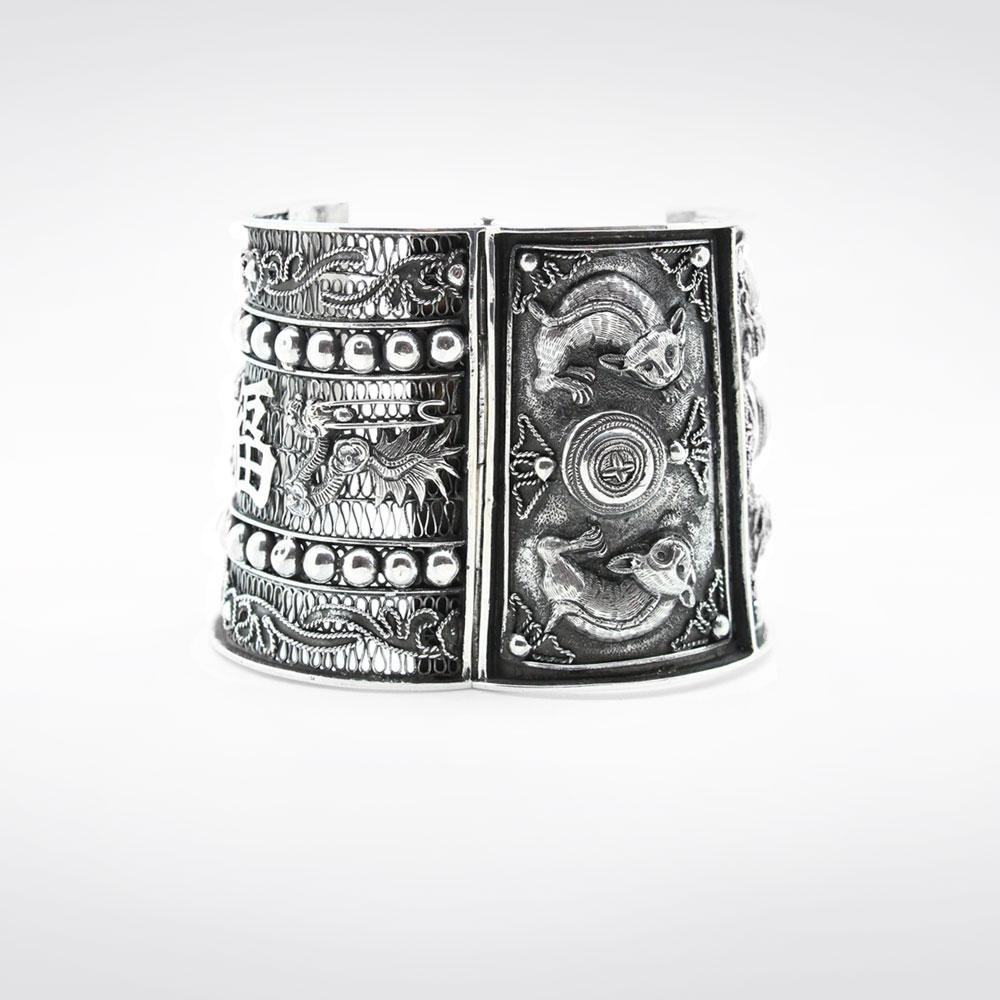 Bracelet ancien en argent après restauration