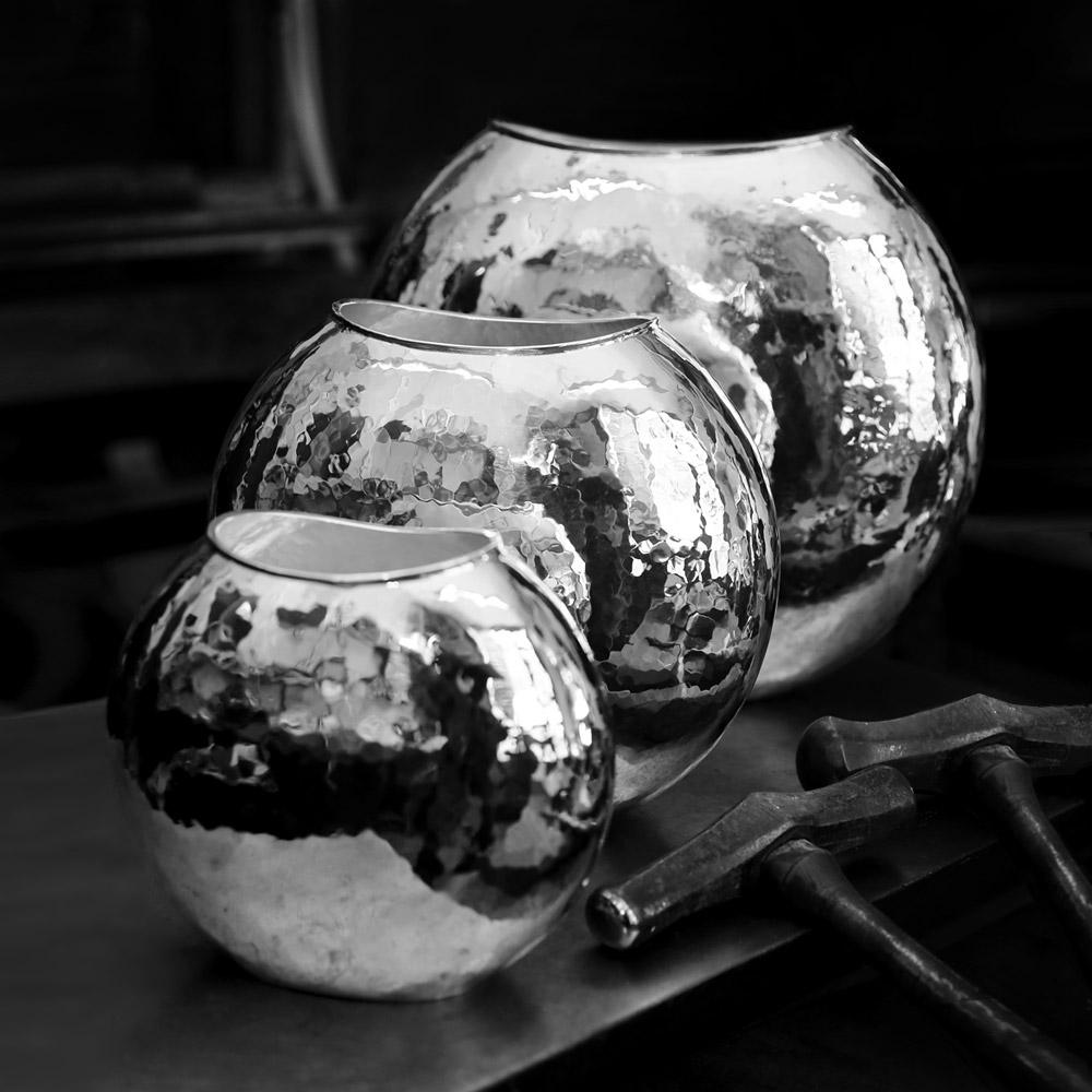Vases ovales martelés métal argenté