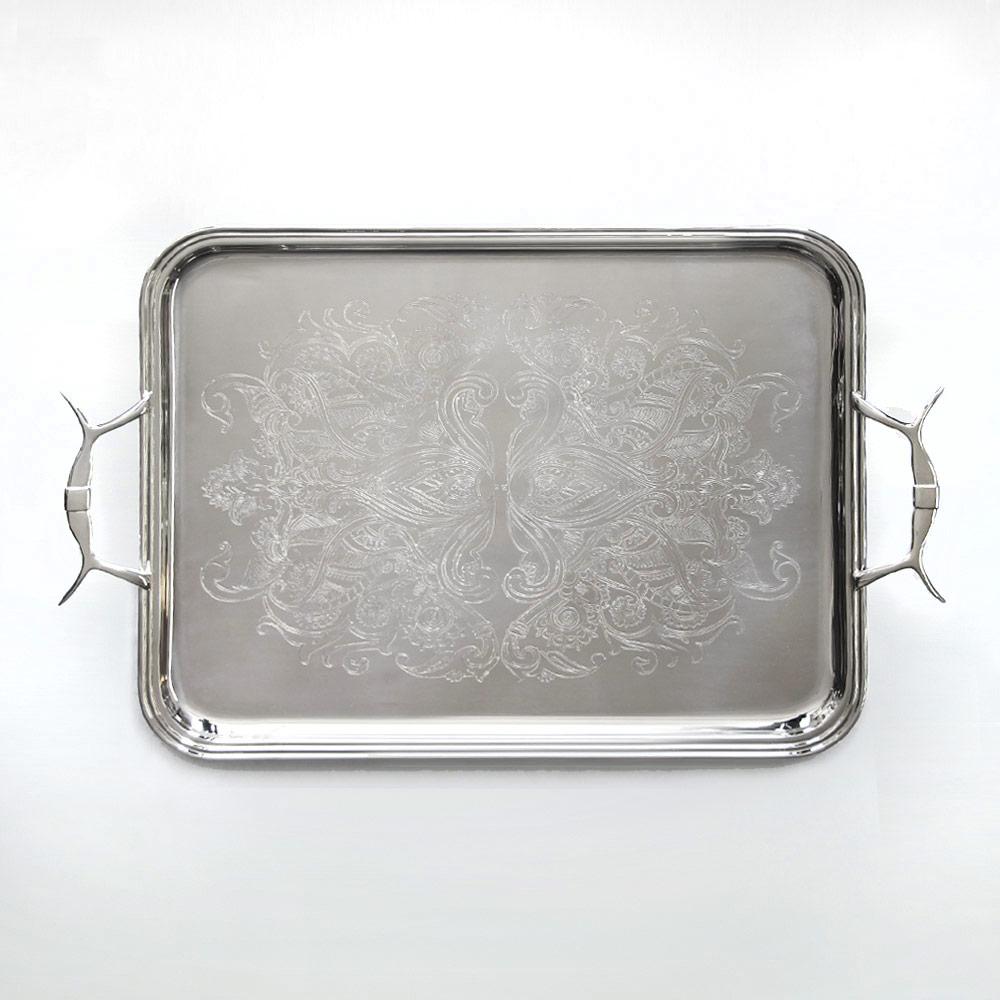 Plateaux en metal argenté ou argent massif sur-mesure, gravure personnalisée Cmaille Orfèvre Paris